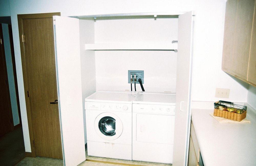 Monona Shores Apartment Washer Dryer Closet