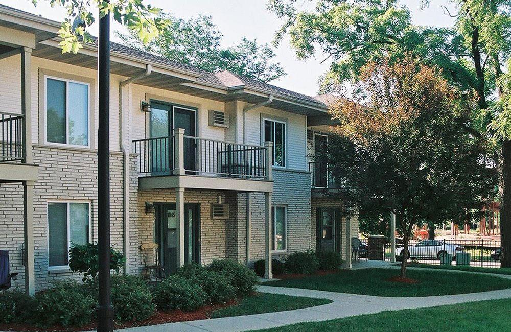 Monona Shores Apartments Outside View