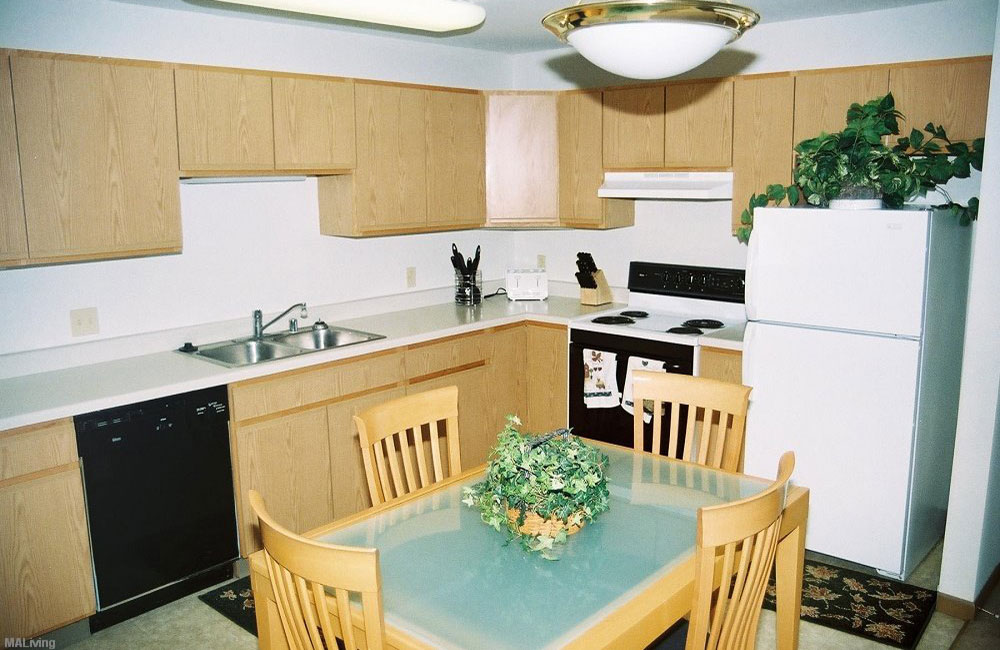 Monona Shores Dining Room